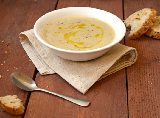 vegan-cauliflower-rosemary-soup