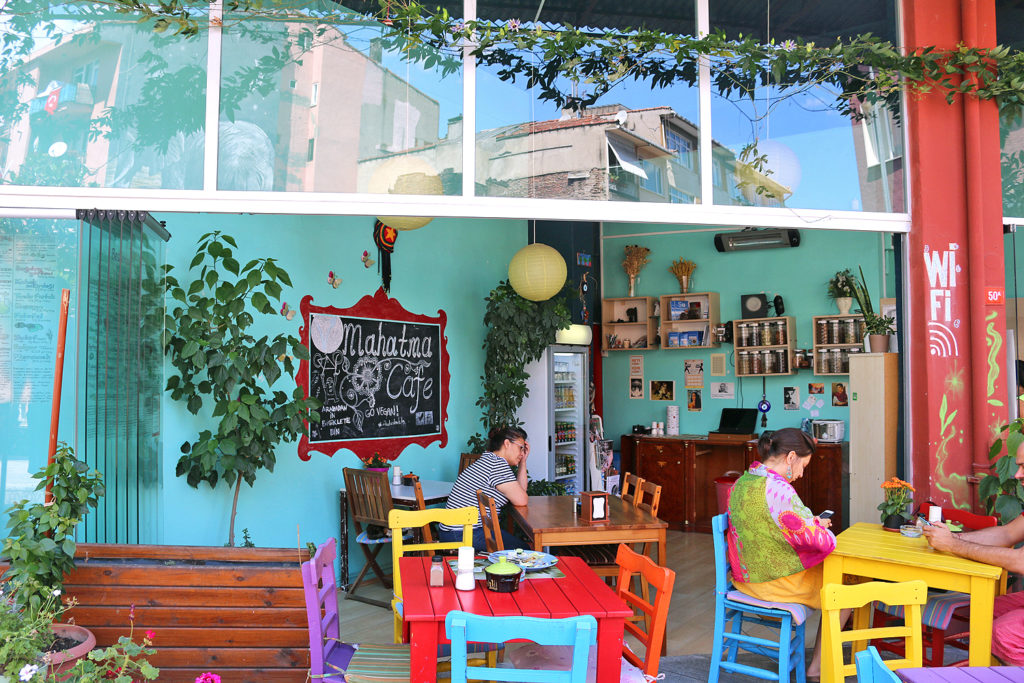 mahatma-cafe-Vegan-Istanbul-1